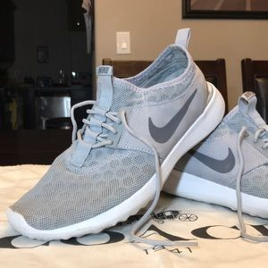 Nike Running Shoes. Grey/White. Size 8.5
